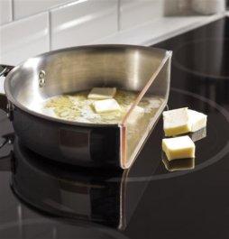 Индукционная технология нагрева непрерывного кипения - наиболее быстрый и эффективный способ приготовления еды, при котором к вашей варочной панели ничего не пригорает!